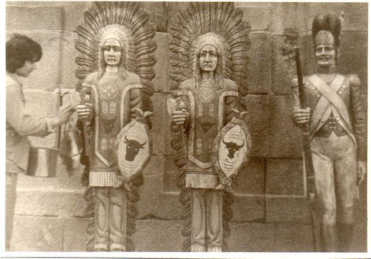 Indios, algunos tallados por Pedro. F. P. Privada.