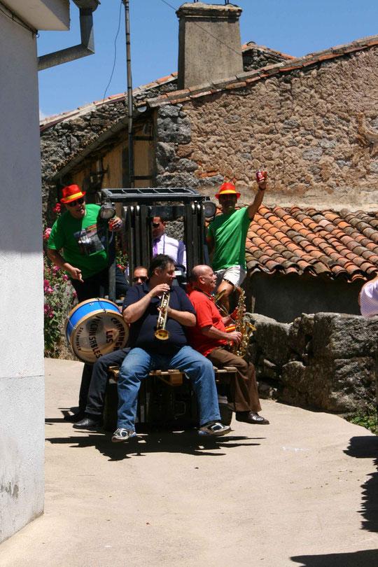 San Pedro 2012, la orquesta que animó la comida. F. Pedro.