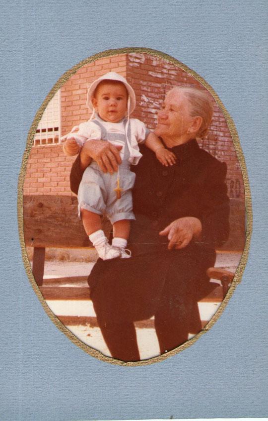 Genara, abuela paterna. F. P. Privada.