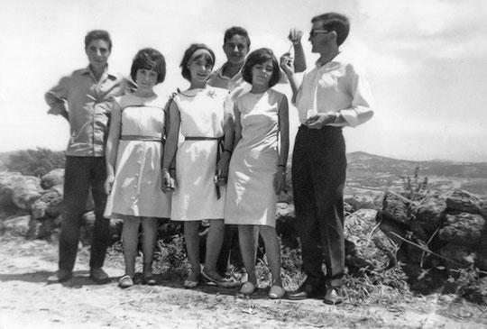Valentín, Engracia, Merche. Paco, Mari- luz y Manolo. F. Pedro. P. Privada.