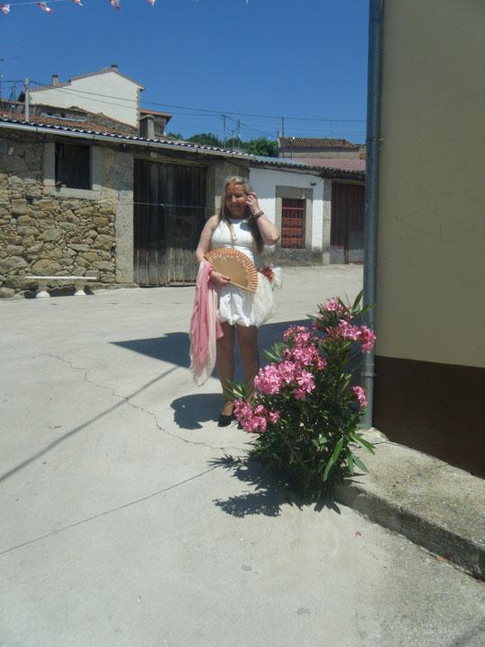 San Pedro 2013. Posando con la adelfa. F. Pedro.