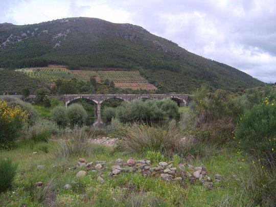 Puente sobre el rio Alagón entre Riomalo de Abajo  y Cabaloria.