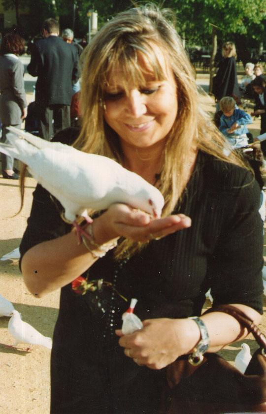 Una paloma blanca. F, Pedro.