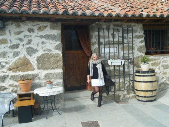 Puerta del restaurante. F. Pedro. P. Privada.
