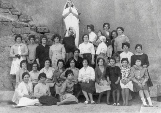 Jóvenes de la Puebla años 60. ( Foto de Pedro Sánchez ) P. Privada.