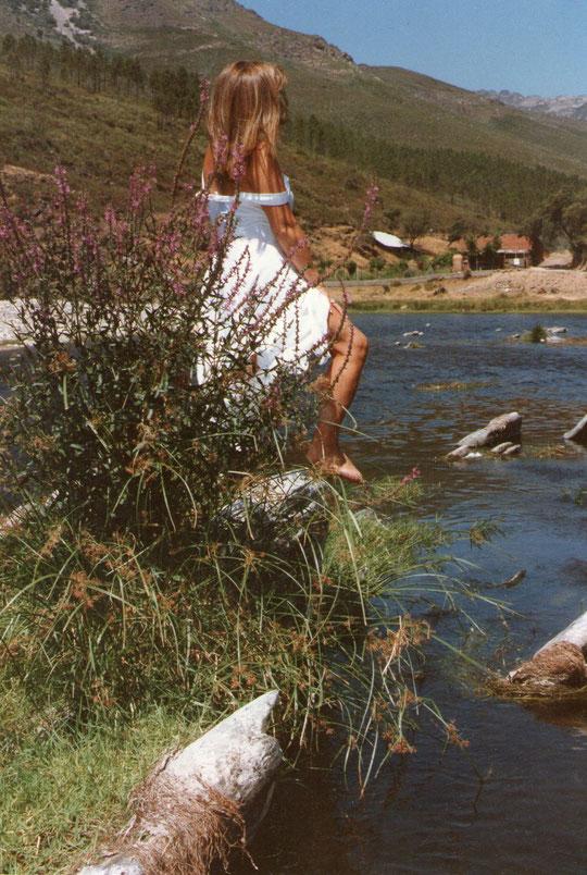 Flores en el rio. Propiedad privada.