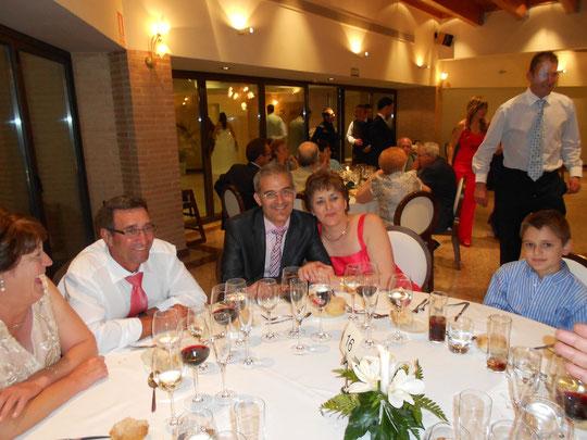 Buenos amigos y Andrés y Lourdes tan alegres. F. P. Privada.