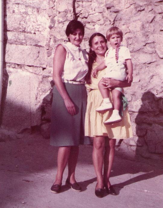 Con mi mejor amiga de Cabaloria, Petra hija de mis padrinos. Pedro. P. Privada.