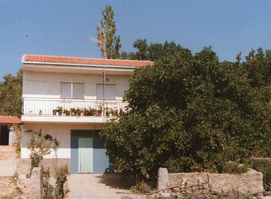 Casa de Manolo con su hermosa higuera. Merche. P. Privada.