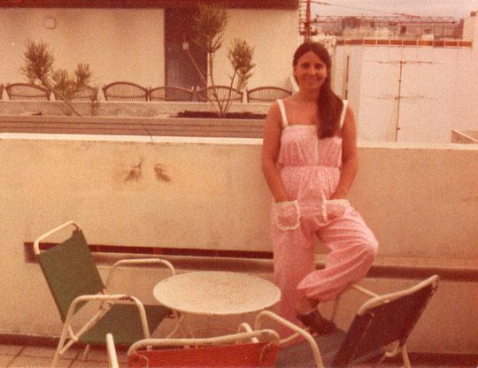 En la terraza del hotel.