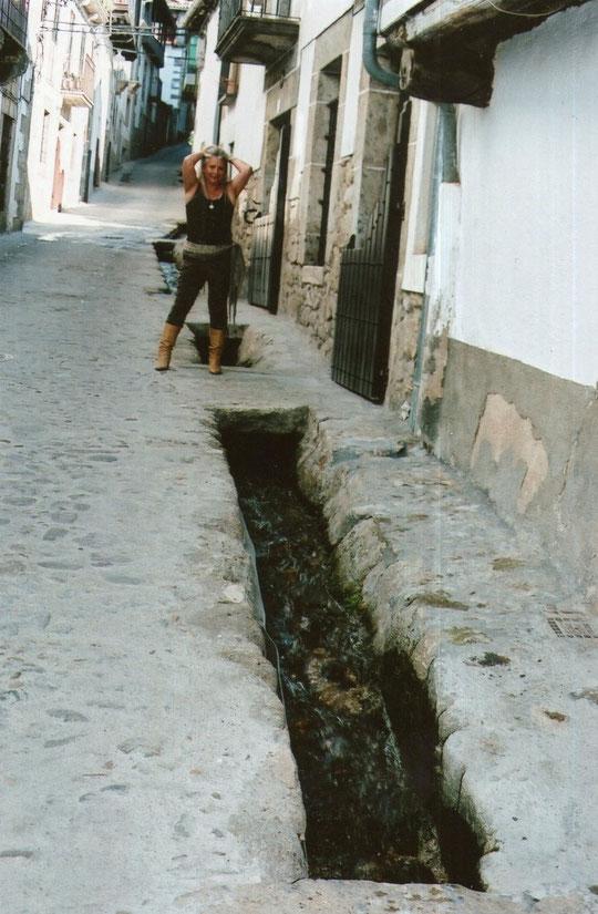 El agua corre por sus calles.