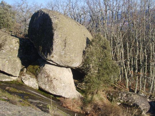 La cueva: El agujero de entrada. F. Merche. P. Pivada.