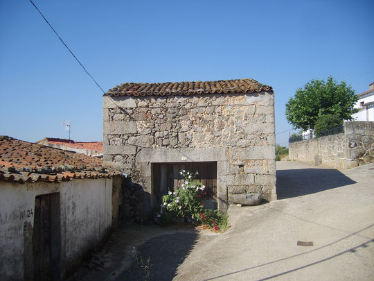 Casa de tia Feliciana y calleja. F. Merche. P. Privada.