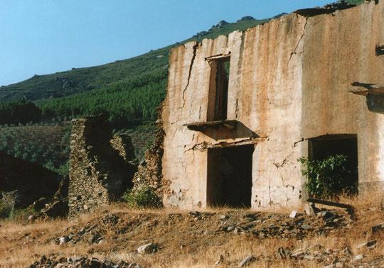 Más......... y más ruinas. Merche. Propiedad privada.