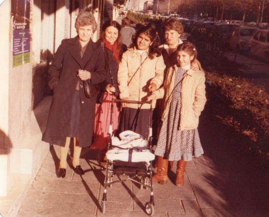 Con un mes , paseo familiar en Navidad. F. Pedro. P. Privada.