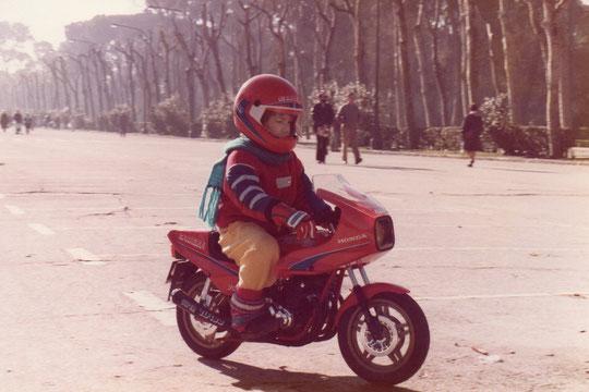 Mi moto de gasolina. F. Merche. P. Privada.