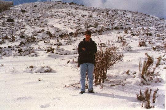 Javi plantado en la nieve.
