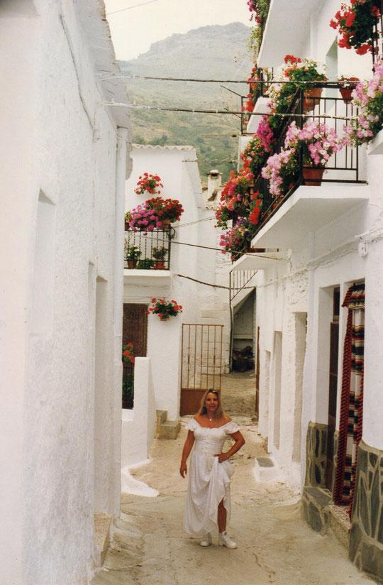Sus floridos balcones.
