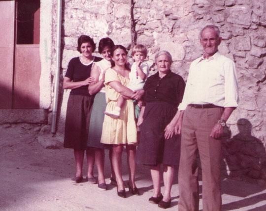 Mis padrinos y sus hijas nativos de Cabaloria, los encontré tras años de búsqueda. Pedro. P. Privada.