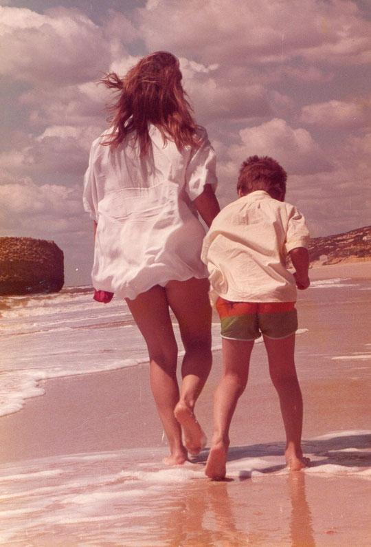 A la orilla de la playa. F. Pedro.
