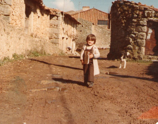 Casa de tio Guillermo. Posa Paulita. F. Pedro. P. Privada.