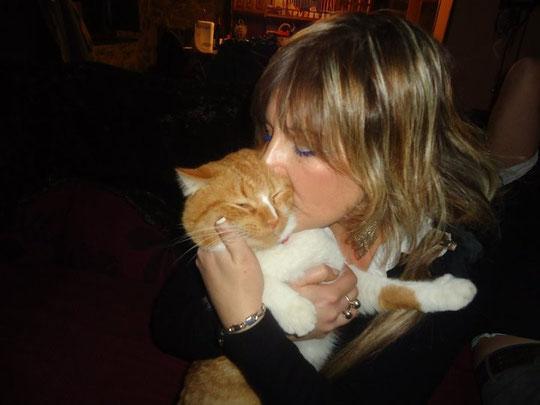 Belén y su lindo gatito. F. P. Privada.
