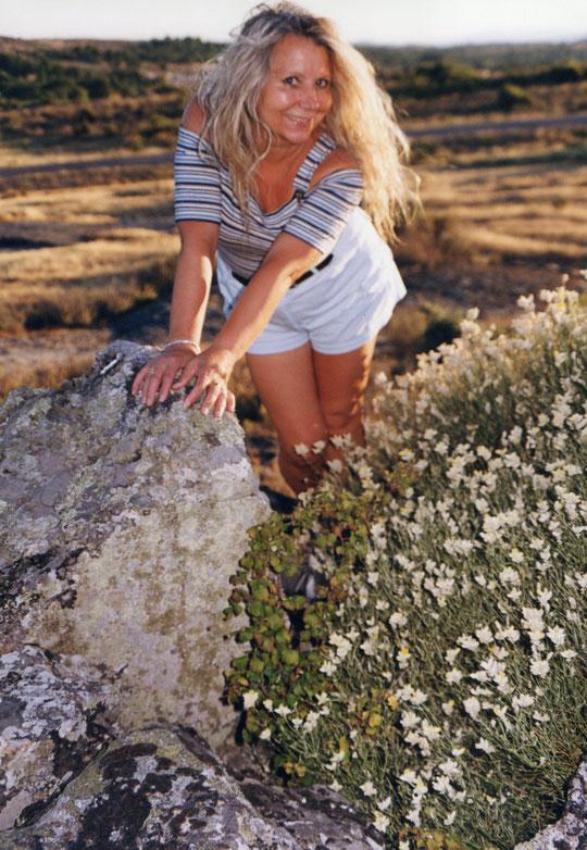 Rocas y flores. F. Pedro. P. Privada.