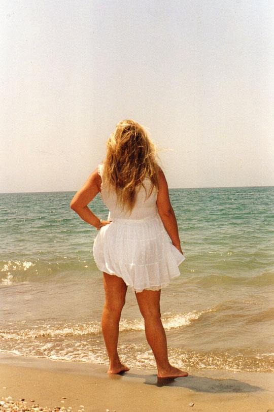 Y........Cada tarde viene...........a esperar su estrella.........habla con el viento......y su pensamiento............es volver con ella. ( J Manuel Soto ) F. Pedro.