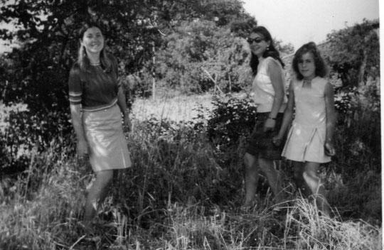 Trio de hermanas. Años 60. F. Pedro. F. P. Privada.