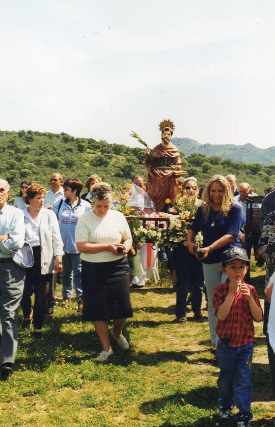 Procesión a San Marcos por los primaverales campos. F. Pedro. P. Privada.