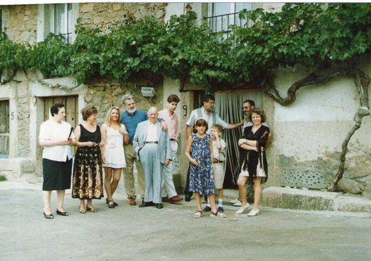 Grupo familiar con el abuelo Román y Gaby.