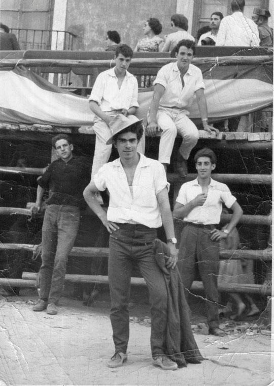 Pedro asiste a una capea. (Valladolid ) F. P. Privada.