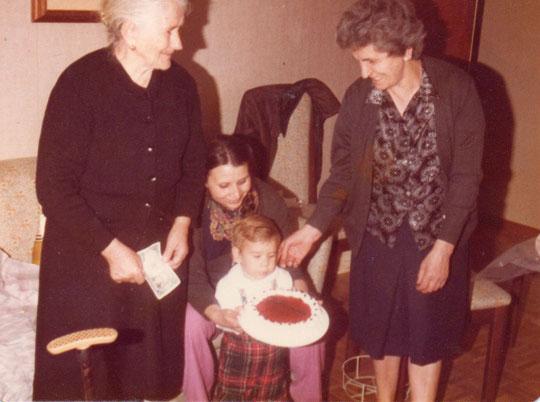 Con mis abuelas. F. Pedro. P.Privada.