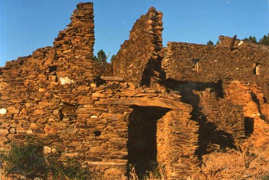 ¡¡ Estas ruínas esconden muchas vivencias de sus pobladores !! Merche. Propiedad privada.