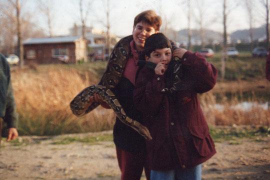 Con la serpiente..........que me provoca escalofrios.