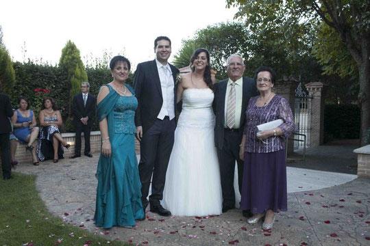 Mamá y abuelos maternos  de Cris............
