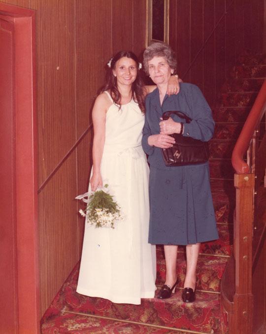 Posando con mi madre. F. P. Privada.