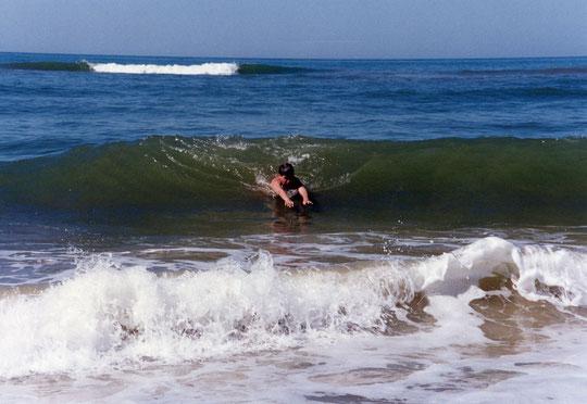 Entre las olas.