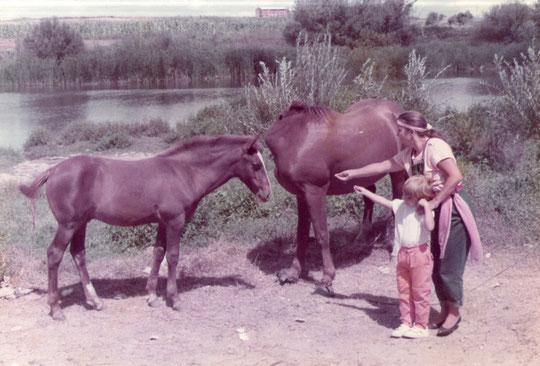 ¡ Dos madres y dos hijos ! F. Pedro. P. Privada.