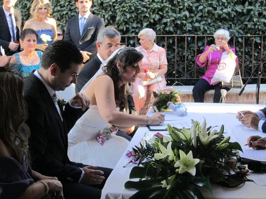 La novia firma..........