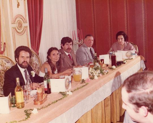 Mesa a la izquierda de los novios. F. P. Privada. Merche.