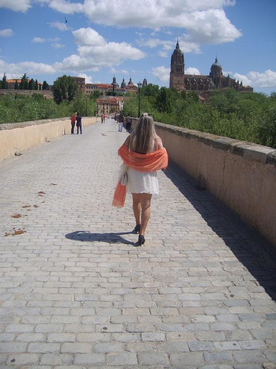 Pasear por Salamanca es un verdadero placer.......... Me voy hacia la catedral.