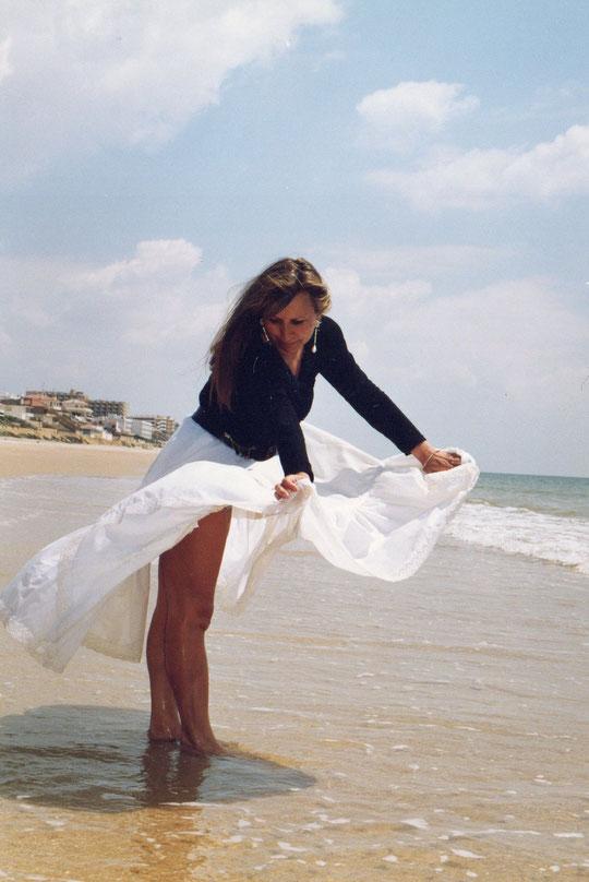 Mi falda es un abanico. F. Pedro. P. Privada.