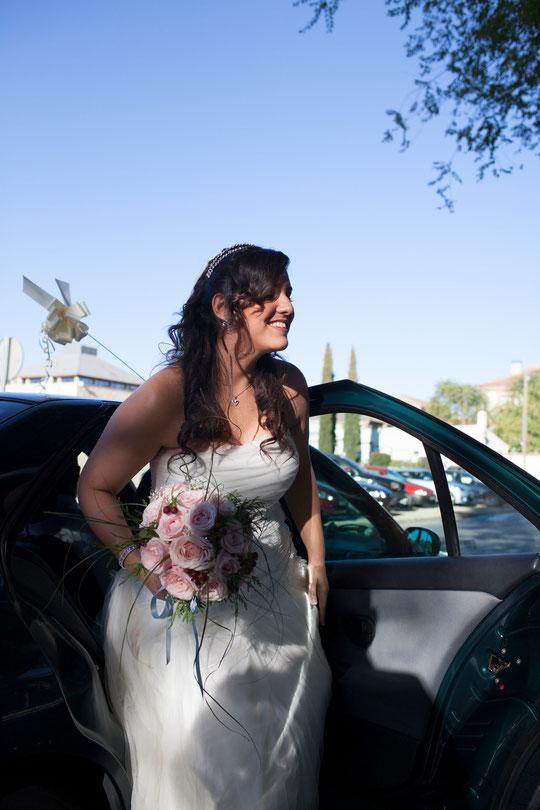 La novia sale del coche. F. P. Privada.