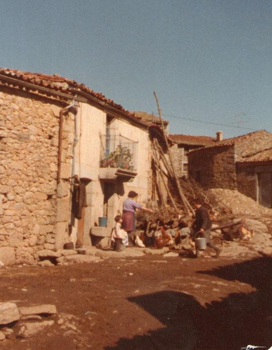 Nuestra casa.  Paula, Paulita y Teodosia.
