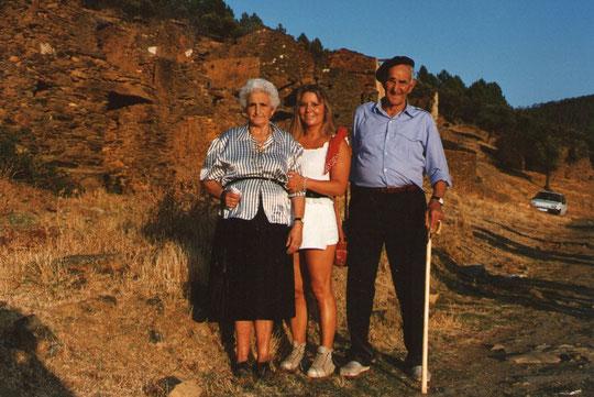 Con mis padrinos en Cabaloria. Pedro. P. Privada.