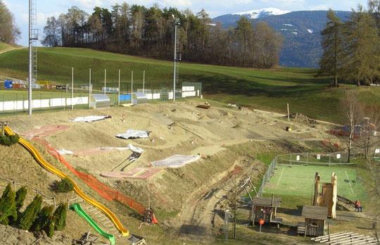 22.04.2010 Neuer Platz - nuovo campo