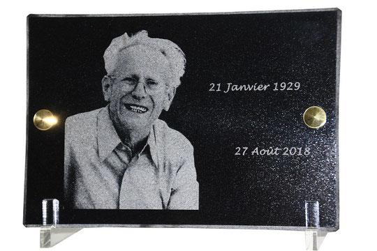 Gravure laser d'un portrait sur granit