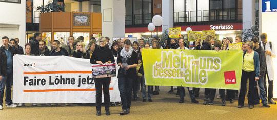 Arbeiter*innen der Gastro und Ünterstützer*innen der Aktion (Foto: Klaus Peter Wittemann)