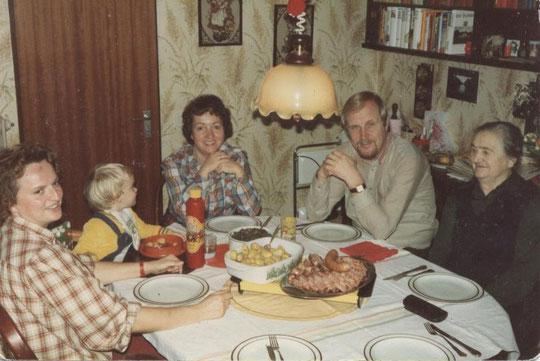 Renate, Stephan, Annelie, Dieter und Wanda beim Grünkohlessen